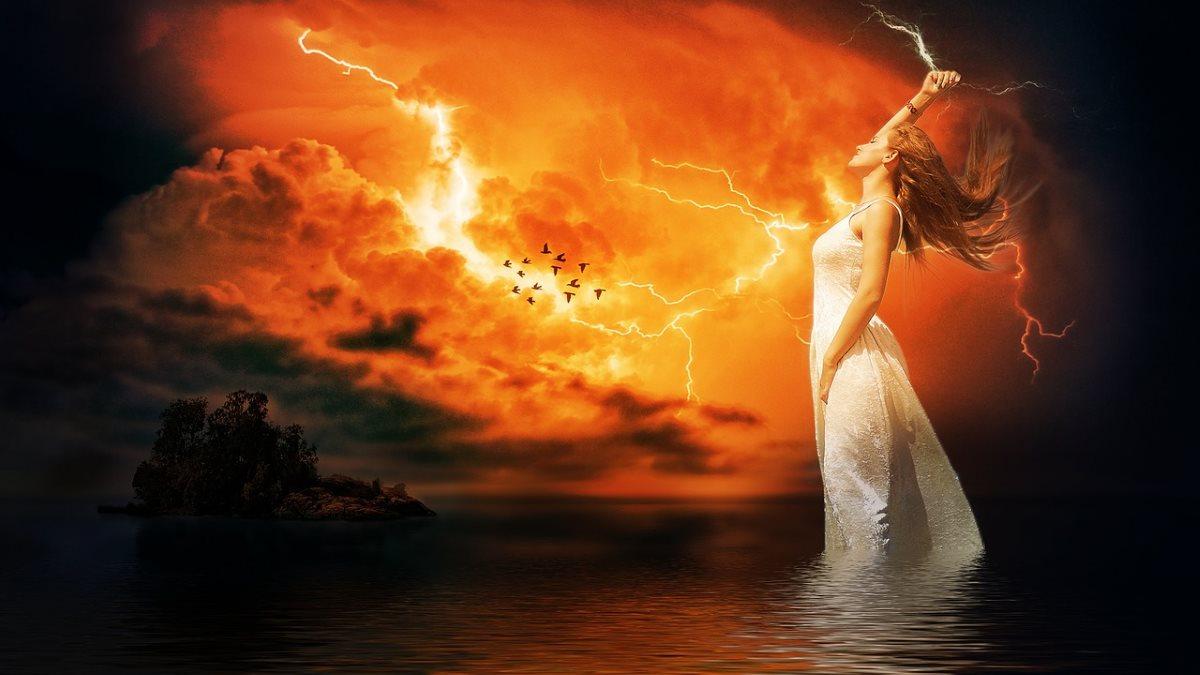 Женщина, управляющая электрической энергией - молниями