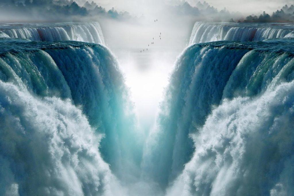 Водопад, низвергающийся в неимоверную глубину