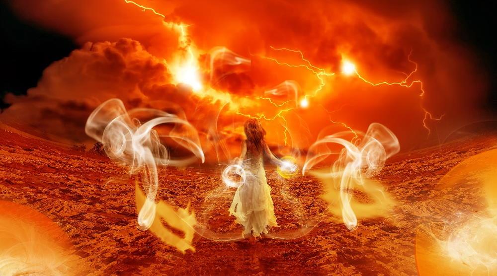 Девушка, идущая через пламя страха