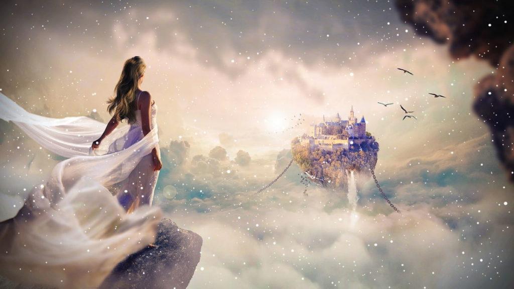 Женщина после преображения смотрит на парящий в облаках замок