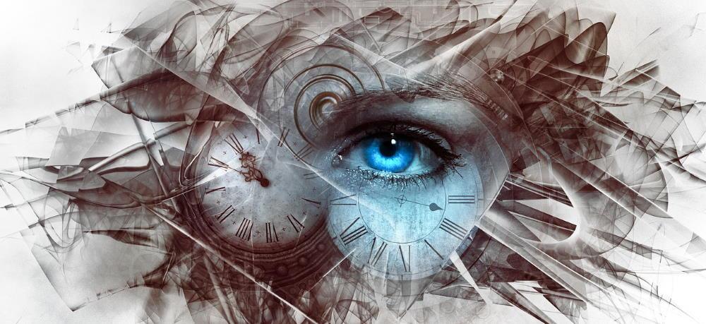Открытый глаз синего цвета, взирающий сквозь время (часы)