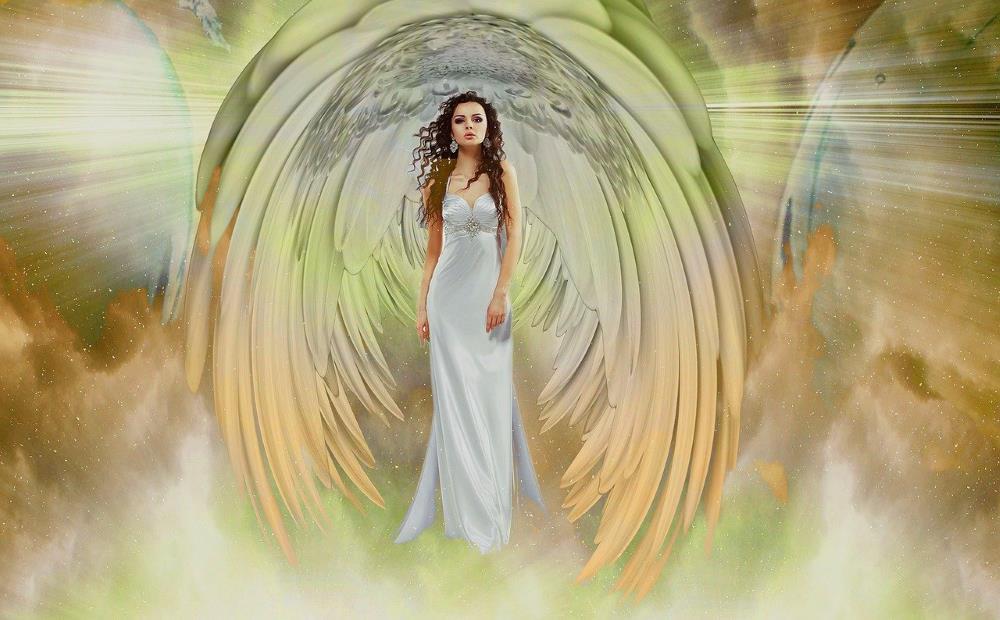 Женщина, погружённая в духовную реальность