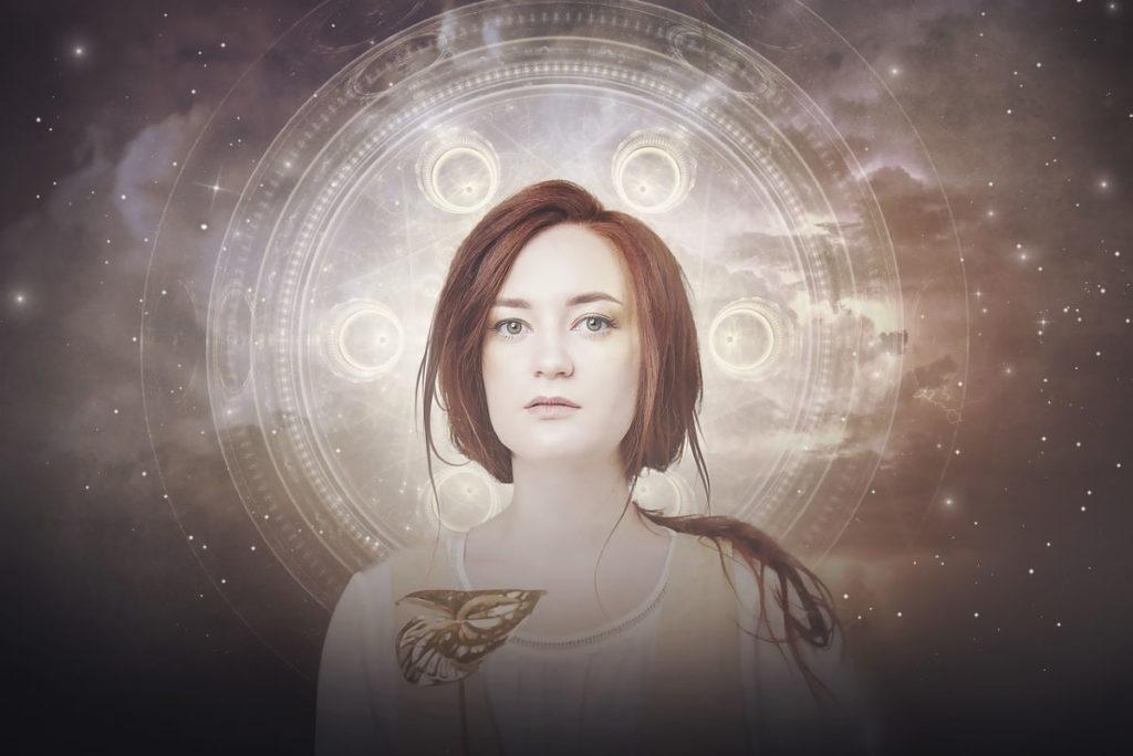 Женщина, окружённая ореолом Силы