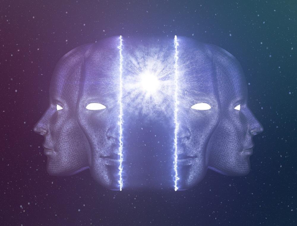 Духовный свет, сияющий через разделённый образ человека