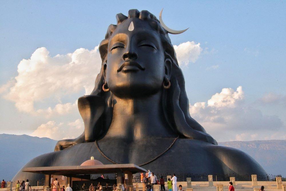 Статуя Шивы, олицетворяющая сверхчеловека