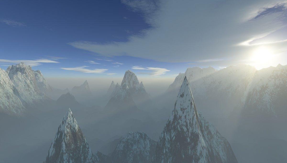 Высокие горы, символизирующие трудности процесса духовного роста