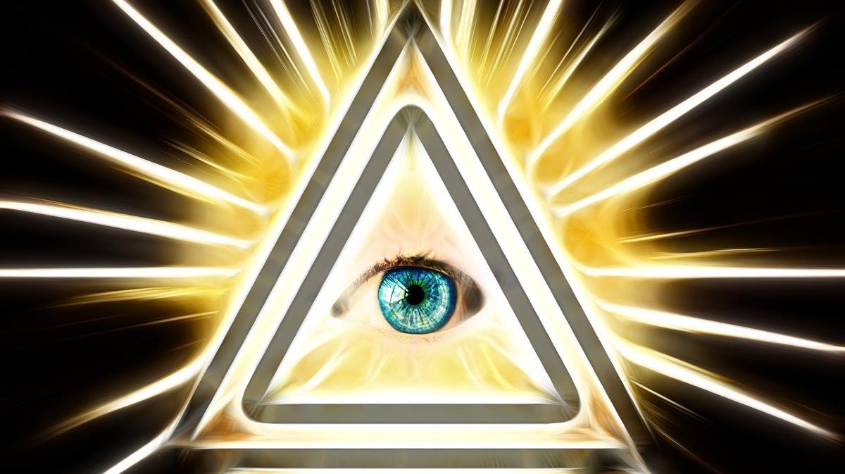 Сияющий глаз внимательно взирает вперёд