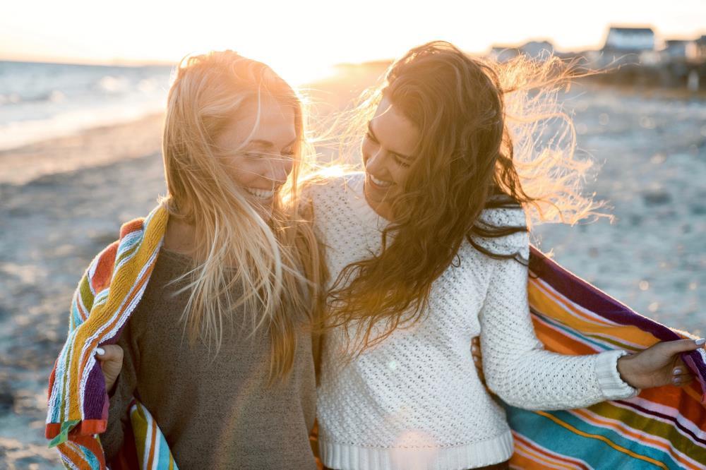Две подруги в прекрасных отношениях друг с другом
