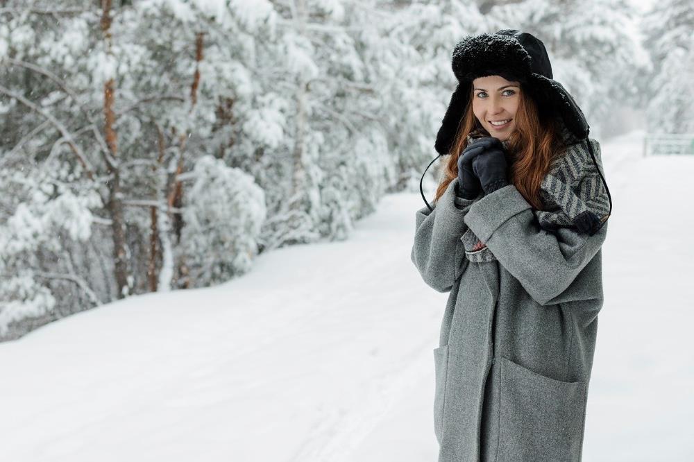 Девушка позаботилась о себе, тепло одевшись