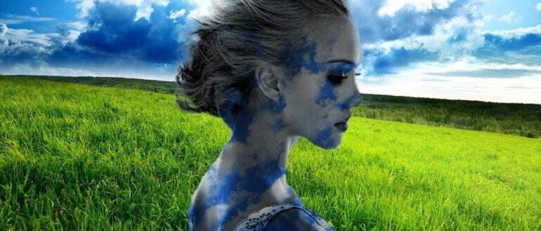 Красивая женщина заземляется посреди поля
