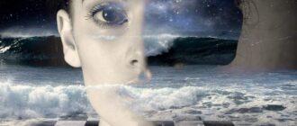 Лицо девушки на фоне океана эмоций
