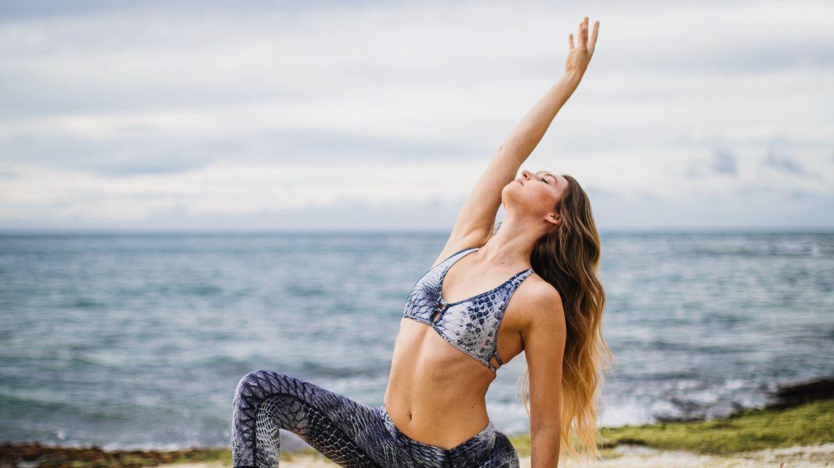 Женщина во время телесной практики