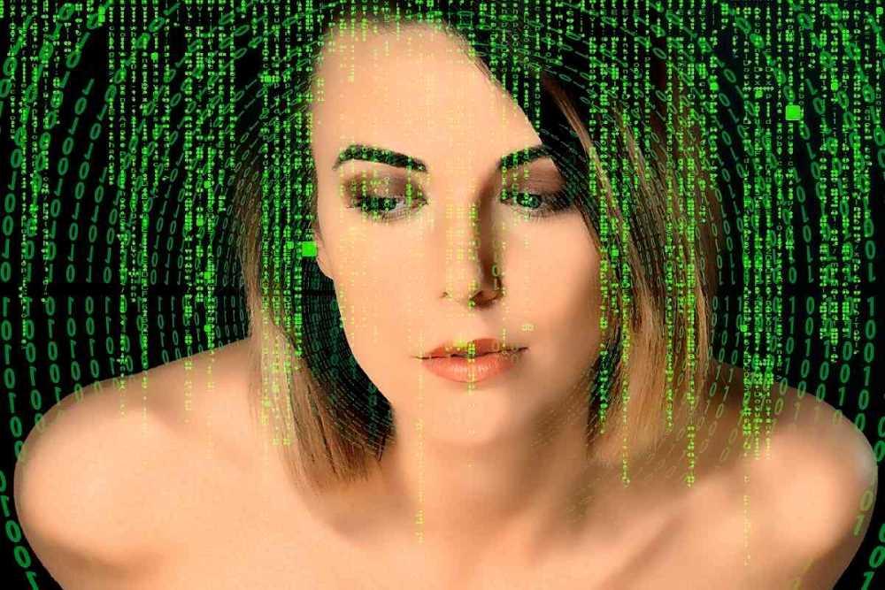 Женщина, чьё подсознание подвергается программированию