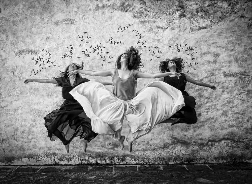Женщины, словно парящие в Духе